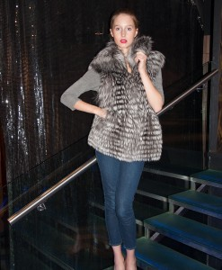 DSC_0187(Blue-silver-Fox-Fur-Vest)